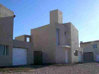 Rojas Guri Arquitectos 華廈 磚塊 Beige