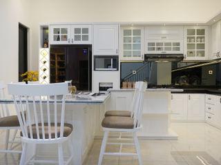 Interior Citra Klasik PT Membangun Harapan Sukses Dapur built in White