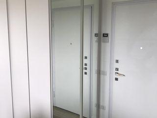 Appartamento total white L&M design di Marelli Cinzia Ingresso, Corridoio & Scale in stile minimalista Truciolato Bianco
