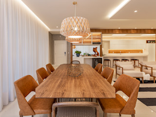 Juliana Agner Arquitetura e Interiores Tropical style dining room Wood Wood effect