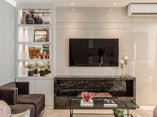 Juliana Agner Arquitetura e Interiores Modern media room Grey