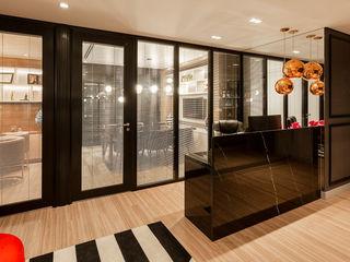 Juliana Agner Arquitetura e Interiores Modern study/office Black