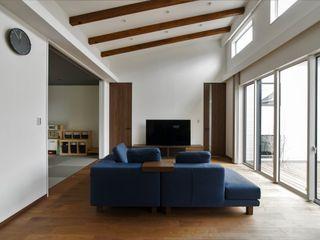 ナイトウタカシ建築設計事務所 Modern Living Room Solid Wood Wood effect