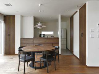 ナイトウタカシ建築設計事務所 Modern Dining Room Solid Wood Wood effect