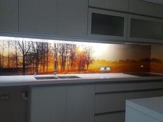 milena oitana Small kitchens Glass Beige