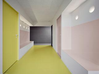 PRAXIS Dr.B. Farbige Gesundheit AMUNT Architekten in Stuttgart und Aachen Moderne Praxen Mehrfarbig