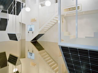 ROXUL. Messestand für einen Hersteller von Solarmodulen AMUNT Architekten in Stuttgart und Aachen Ausgefallene Geschäftsräume & Stores Aluminium/Zink Bernstein/Gold