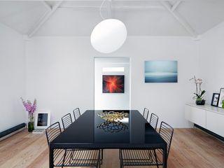 Coach House Residence Sandra Flashman Studio Ruang Makan Minimalis