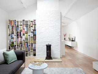 Coach House Residence Sandra Flashman Studio Ruang Keluarga Minimalis