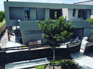 Casa Moderna Balcony Maximiliano Lago Arquitectura - Estudio Azteca Casas unifamiliares