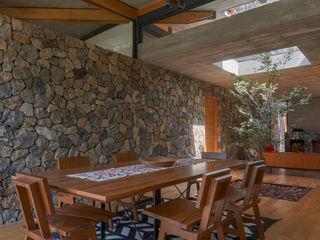 Saavedra Arquitectos Salle à manger rustique Pierre