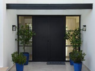Estudio Dillon Terzaghi Arquitectura - Pilar pintu depan Besi/Baja Black