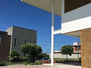 Casa Moderna em Condomínio - Boulevard Lagoa ARUS Associados Ltda. Condomínios Ferro/Aço Multi colorido