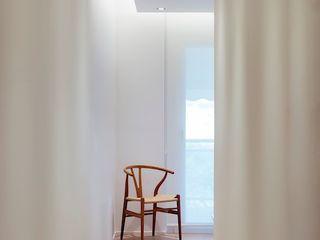 Studioapart Interior & Product design Barcelona Camera da letto minimalista Legno