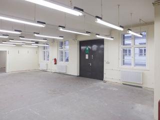 Projektgarage _WERKSTATT FÜR UNBESCHAFFBARES - Innenarchitektur aus Berlin Moderne Bürogebäude