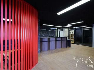 Ristrutturazione e design di uno studio notarile nella regione di Parigi. Alessandra Pisi / Pisi Design Architetti Complesso d'uffici moderni Legno Rosso