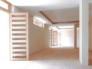 AGE/Alejandro Gaona Estudio Paredes y suelos de estilo ecléctico Madera Blanco