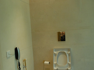 Tanish Dzignz Colonial style bathrooms