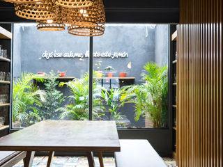 Bhavana Bar & Club in stile industrial Ferro / Acciaio Grigio