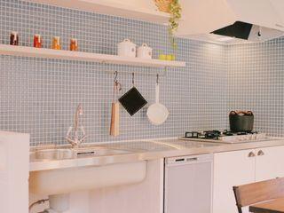 ありきたりの家にしたくない ELホーム/KURASU HOUSE キッチン収納 タイル 青色