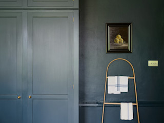 A Lincolnshire Hall by deVOL deVOL Kitchens Dapur Klasik Blue