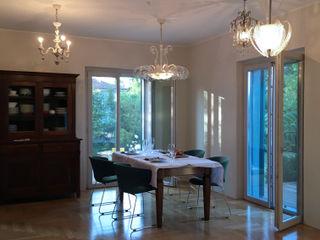 Casa Varese II Kazuyo Komoda (Design Studio) Sala da pranzo moderna Bianco