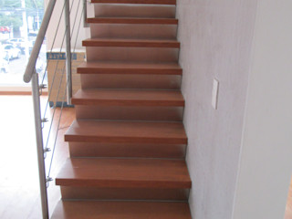 MADAN Arquitectos 계단 철 / 철강 메탈릭 / 실버