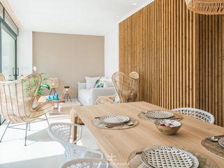 Interiorismo de estilo mediterráneo y diseño de cocina en apartamento (casa en la playa) Francisco Pomares Arquitecto / Architect Comedores de estilo mediterráneo Madera