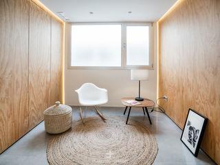 Reforma integral de apartamento en el centro de Murcia Francisco Pomares Arquitecto / Architect Pasillos, vestíbulos y escaleras de estilo moderno Madera