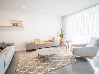 Reforma integral de apartamento en el centro de Murcia Francisco Pomares Arquitecto / Architect Salones de estilo moderno Blanco