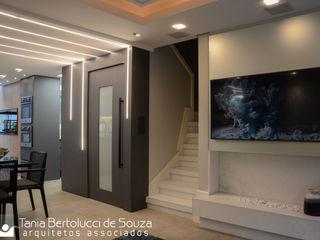 Residência Ildefonso Simões Lopes - 2019 Tania Bertolucci de Souza   Arquitetos Associados Salas de estar modernas