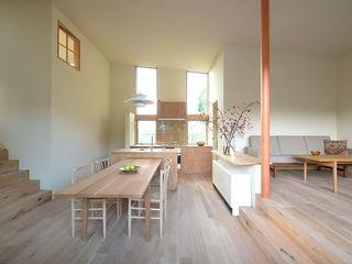 NASU CLUB Scandinavian style dining room Wood Wood effect