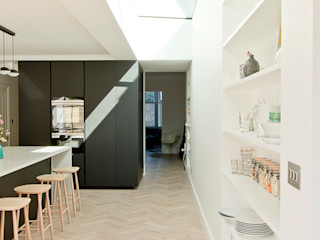 Dulwich Home - Designcubed Architects Designcubed Bếp xây sẵn Gỗ Black