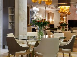 """La Dolce Vita"" Appartment in Saint Petersburg MULTIFORME® lighting Salle à mangerEclairage Verre Ambre/Or"