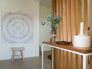 MUDA Home Design Pasillos, vestíbulos y escaleras de estilo moderno