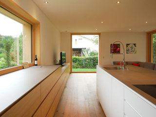 schroetter-lenzi Architekten Kitchen units Wood Wood effect