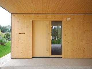 schroetter-lenzi Architekten Wooden doors Wood Wood effect