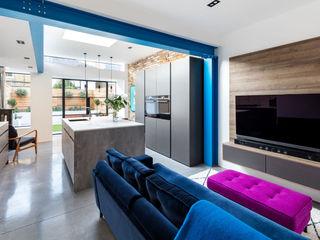 Kitchen Extension - Windsor Road, Kingston Upon Thames, KT2 APT Renovation Ltd Built-in kitchens Concrete Blue