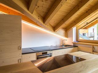 Nuovo Impianto di illuminazione domestico a LED per casa in montagna Monico Impianti Cucina attrezzata Legno Effetto legno