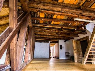Ristrutturazione fienile sulle Dolomiti - impianto elettrico e riscaldamenti a pannelli radianti Monico Impianti Sala da pranzo rurale Legno Effetto legno