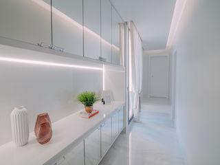 ISADORA MARTEL interiores Corridor, hallway & stairs Accessories & decoration White