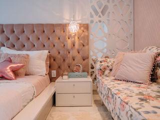 ISADORA MARTEL interiores Modern nursery/kids room White
