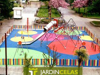 Plaza Eguren de Marín JardinCelas JardínColumpios y zonas de juego Corcho Azul