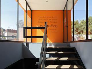Boutique de Arquitectura ¨Querétaro [Sonotectura+Refaccionaria] Modern style study/office Aluminium/Zinc Amber/Gold