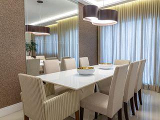 Milla Holtz & Bruno Sgrillo Arquitetura 餐廳 Beige