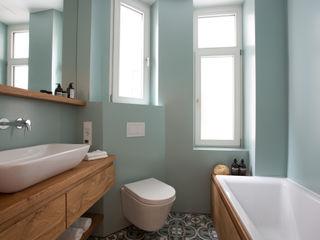 ALTBAUSANIERUNG IM FRANKFURTER NORDEND II Eva Lorey Innenarchitektur Moderne Badezimmer