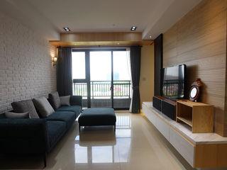 在城市,打造 優雅品味方程式 雅和室內設計 现代客厅設計點子、靈感 & 圖片