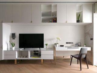 木皆空間設計 Salones de estilo moderno Blanco