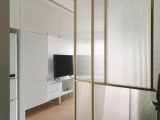 木皆空間設計 Pasillos, vestíbulos y escaleras de estilo moderno
