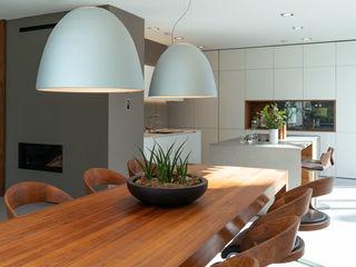 GRIMM ARCHITEKTEN BDA Ruang Makan Modern Kayu